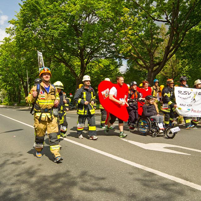 Die Feuerwehr macht mit beim Maisels FunRun 2015
