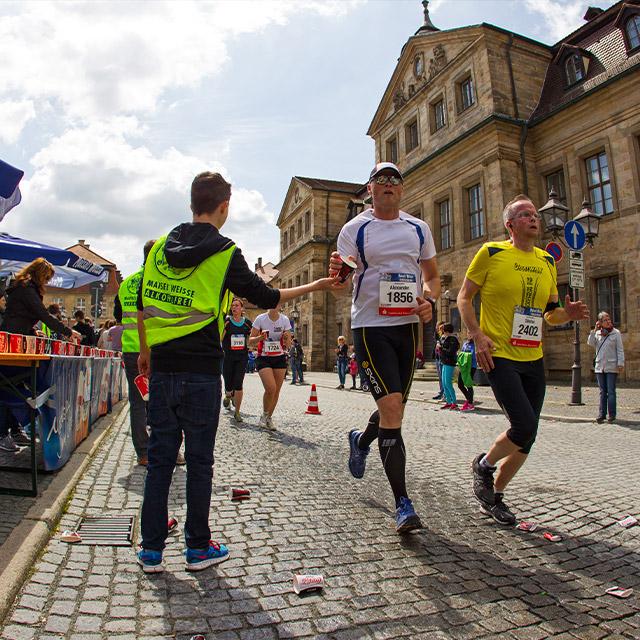 Läufer beim Maisels FunRun 2015 durch die Innenstadt