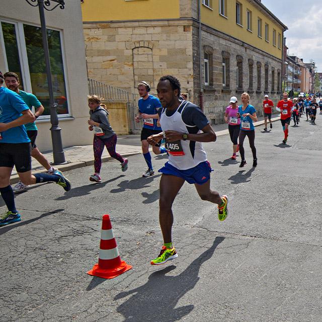 Läuferin und Sieger beim Halbmarathon 2016